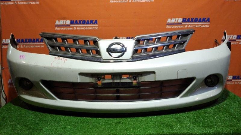 Бампер Nissan Tiida Latio SC11 HR15DE 2008 передний QX1/ туманки / антенна/решетка/есть потертости