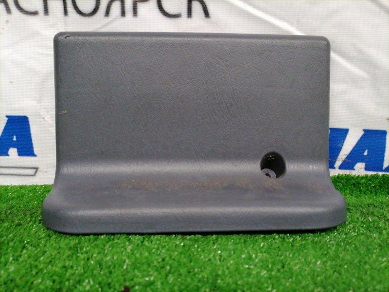Накладка пластиковая в салон Toyota Lite Ace Noah CR52V 3C-E 1996 задняя 71139-28030 Заглушка под
