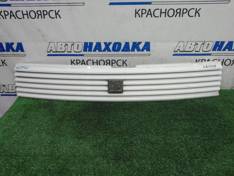 Решетка радиатора Toyota Bb NCP31 1NZ-FE 2000 передняя Есть царапинки, потертости