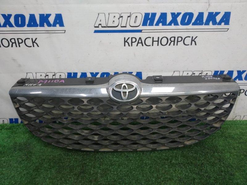 Решетка радиатора Toyota Duet M110A EJ-VE 2001 передняя 2 рестайлинг, дефект хрома - помутнел