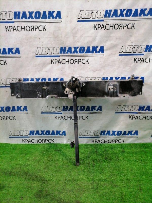 Рамка радиатора Toyota Sienta NCP81G 1NZ-FE 2003 передняя верхняя Верхняя часть, с замком,