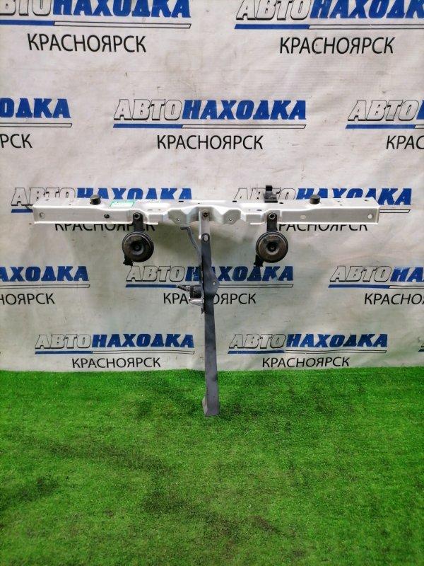 Рамка радиатора Toyota Corolla Axio NZE141 1NZ-FE 2006 передняя верхняя Верх рамки с сигналами и