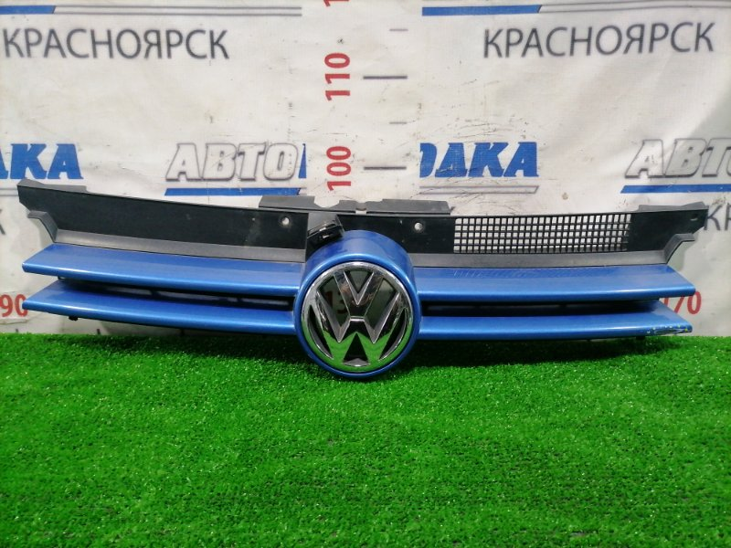 Решетка радиатора Volkswagen Golf 1J1 1997 передняя 1J0853651H С ручкой открывания капота. Есть