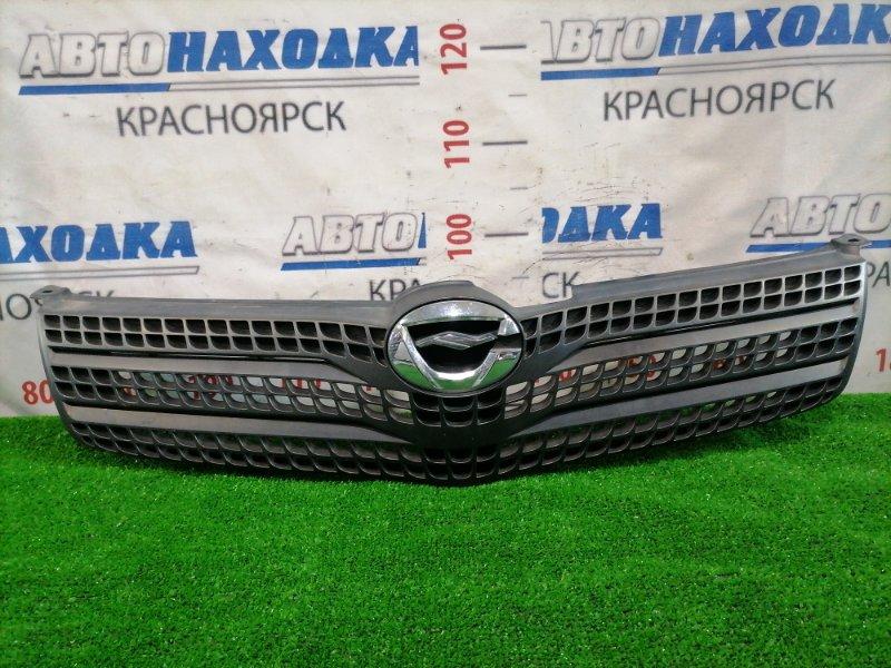 Решетка радиатора Toyota Corolla Spacio NZE121N 1NZ-FE 2001 передняя 53111-13240 Черная матовая. Хром значок.