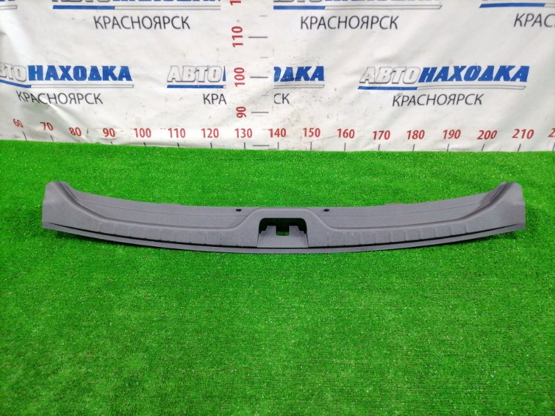Накладка багажника Volvo Xc60 DZ44 B4204T6 2008 задняя 30740438 Под 5 дверь, где петля замка.
