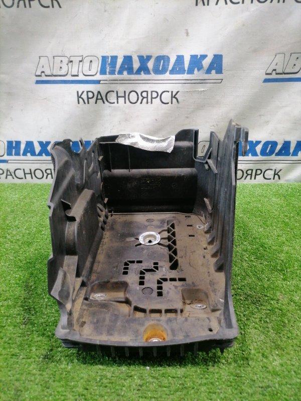Крепление аккумулятора Volvo Xc60 DZ44 B4204T6 2008 пластиковая площадка под АКБ.