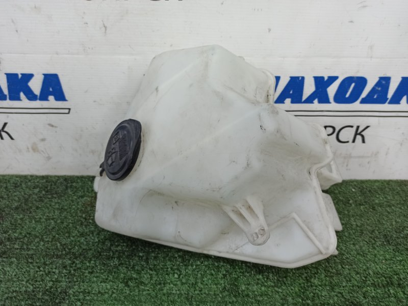 Бачок омывателя Toyota Prius NHW20 1NZ-FXE 2005 Под 1 моторчик, с крышкой