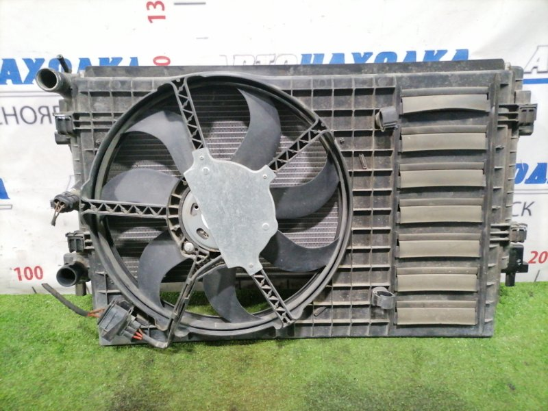 Радиатор двигателя Volkswagen Polo 6R1 CHYA 2015 С диффузором, вентилятором, датчиком.