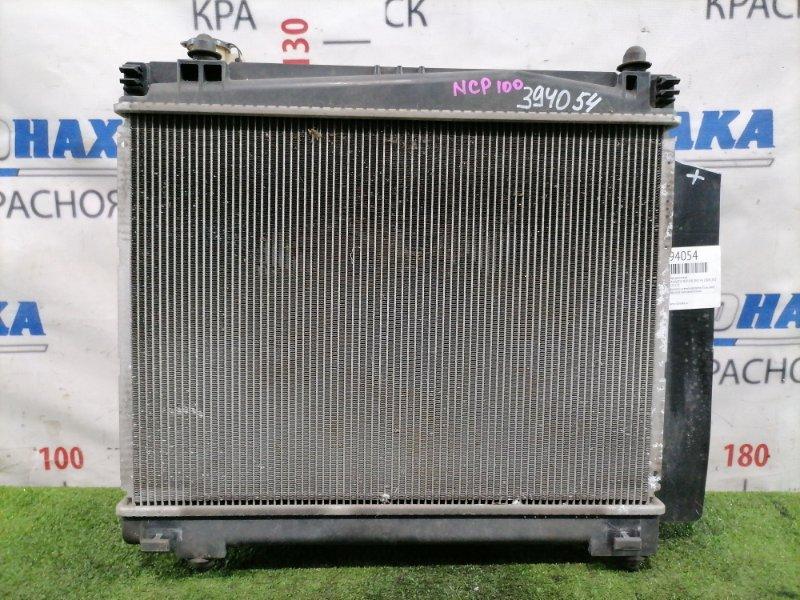 Радиатор двигателя Toyota Ractis NCP100 1NZ-FE 2005 с диффузором и вентилятором. Есть скол на