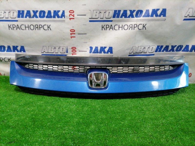 Решетка радиатора Honda Stream RN1 D17A 2003 Рестайлинг (2 мод.), есть дефект 2-х верхних