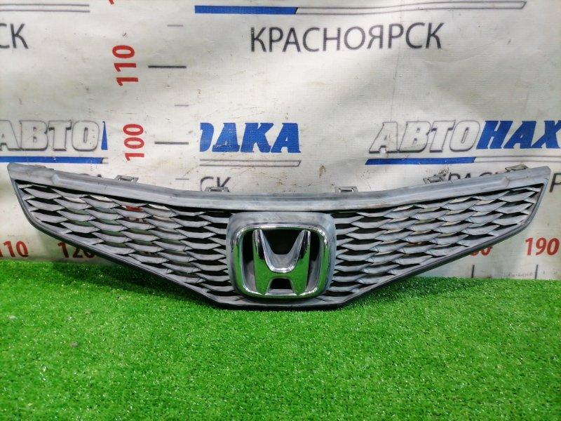Решетка радиатора Honda Fit GE6 L13A 2007 Дорестайлинг (1 мод.). Есть потертости.