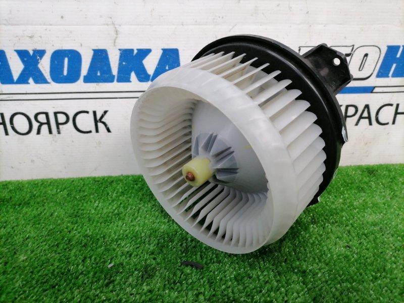 Мотор печки Toyota Voxy ZRR70W 3ZR-FAE 2007 С встроенным реостатом, 3 контакта ,с фишкой,