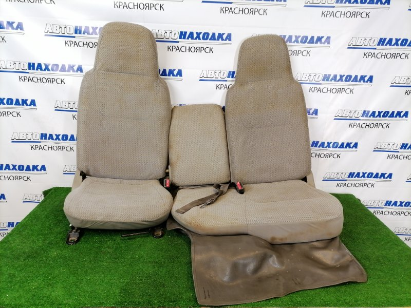 Сиденья Toyota Dyna BU306 B4 1999 передняя Передние, пара, серые, ткань. Левое сиденье на 2 места,