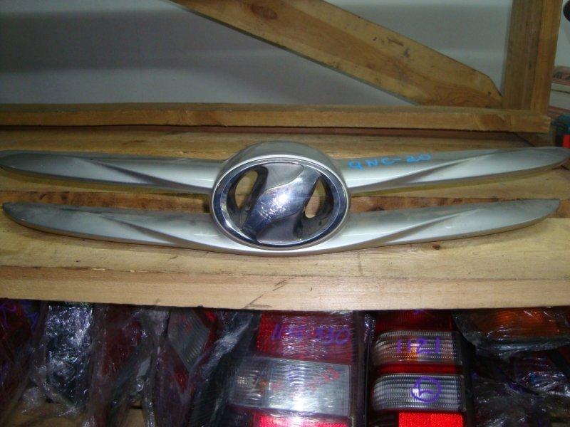 Решетка радиатора Toyota Bb QNC20 K3-VE 2006 нижняя с эмблемой