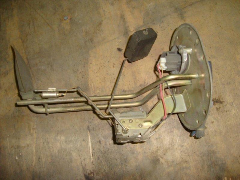 Датчик уровня топлива Toyota Estima CXR20G 3C-TE 1996 дизельный с датчиком уровня топлива 2 штуц