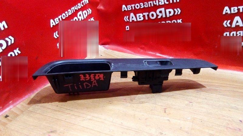 Кнопка стеклоподъемника Nissan Tiida Latio SNC11 HR15DE 2005 задняя правая