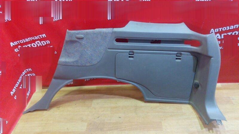 Обшивка багажника Nissan Rnessa N30 SR20DE правая накладка багажника низ серая с заглушк