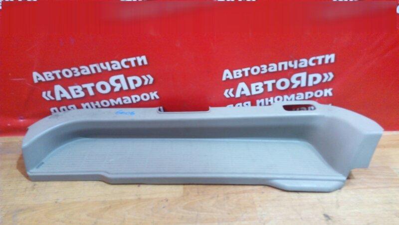 Накладка пластиковая в салон Toyota Noah AZR65G 1AZ-FSE левая на порог, задний левый