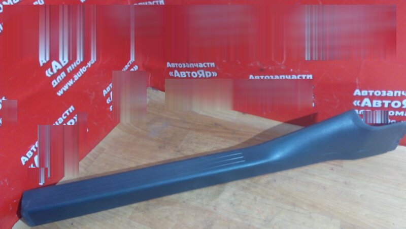 Накладка пластиковая в салон Mercedes C200 W203 111.955 2004 передняя правая на порог