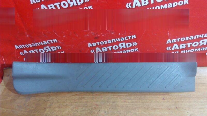 Накладка пластиковая в салон Nissan Rnessa N30 SR20DE 2000 задняя правая на порог