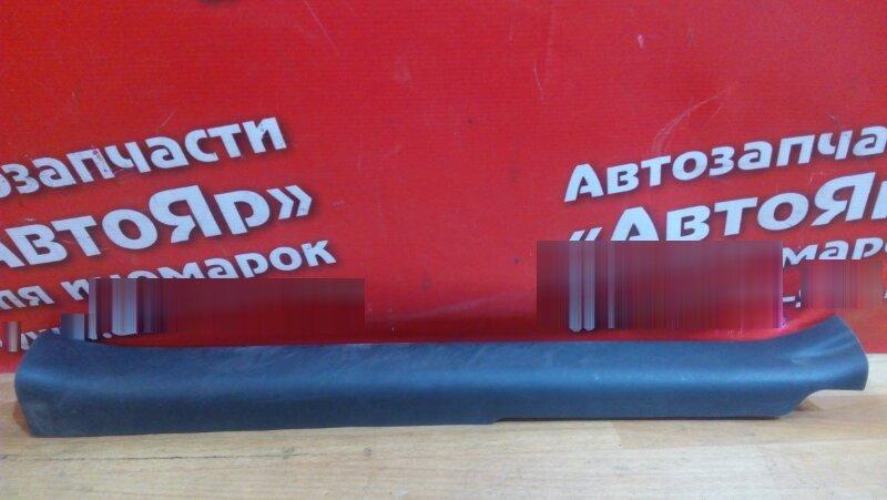 Накладка пластиковая в салон Toyota Vitz KSP90 1KR-FE передняя правая на порог