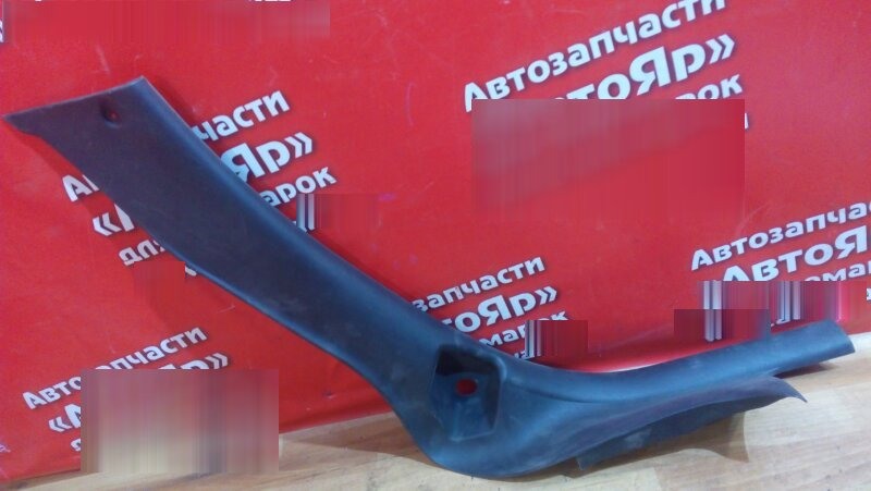 Накладка пластиковая в салон Peugeot 307 2004 задняя левая на порог