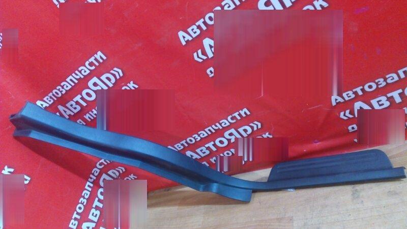 Накладка пластиковая в салон Honda Integra DB6 ZC 1999 задняя левая на порог