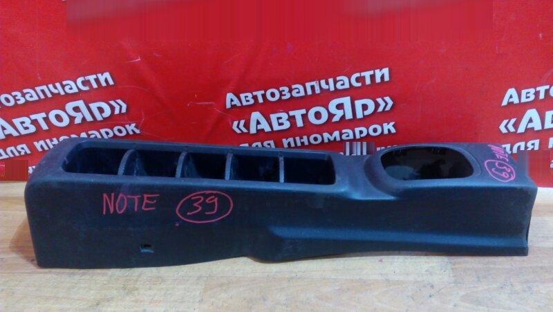 Консоль между сидений Nissan Note E11 HR15DE 2005