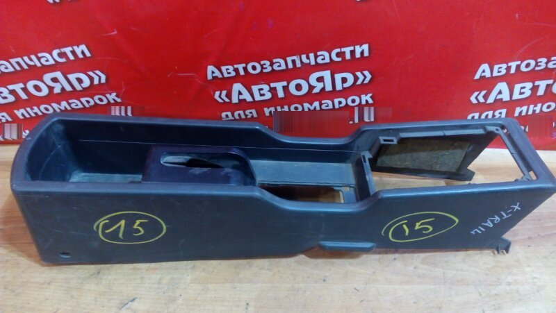 Консоль между сидений Nissan X-Trail NT30 QR20DE 2000