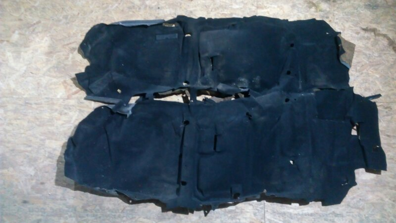 Обшивка пола Mazda Atenza GGEP L3-VE есть маленькие дефекты