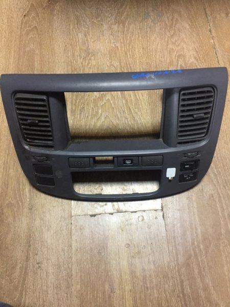 Рамка магнитофона Nissan Caravan VWME25 ZD30DDTI 2004