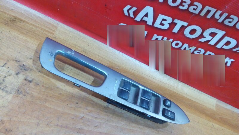 Блок управления стеклоподъемниками Toyota Wish ZNE10G 1ZZ-FE 2008 передний правый