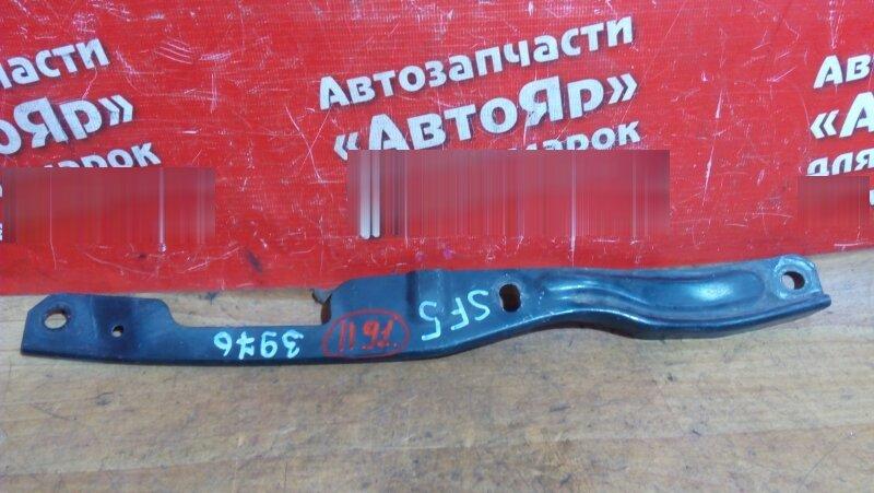 Планка под фары Subaru Forester SF5 правая правый, кронштейн крепления фары