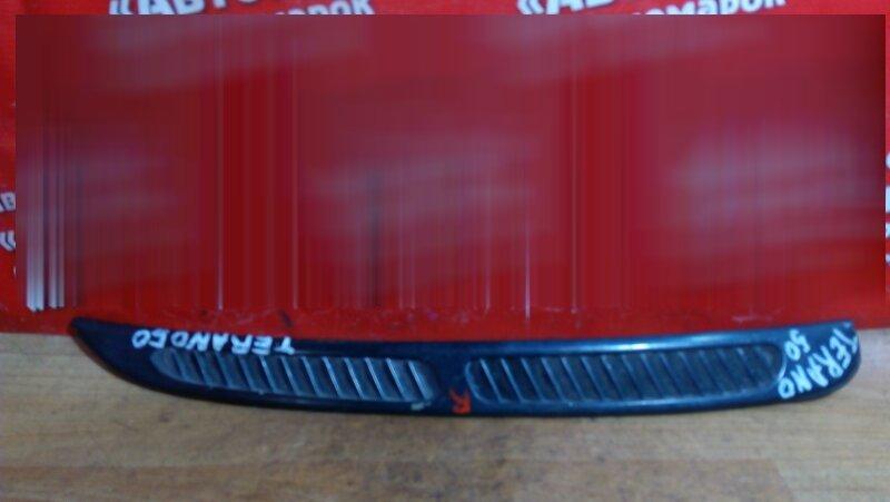 Накладка Nissan Terrano LR50 QD32ET правая накладка на стекло собачника