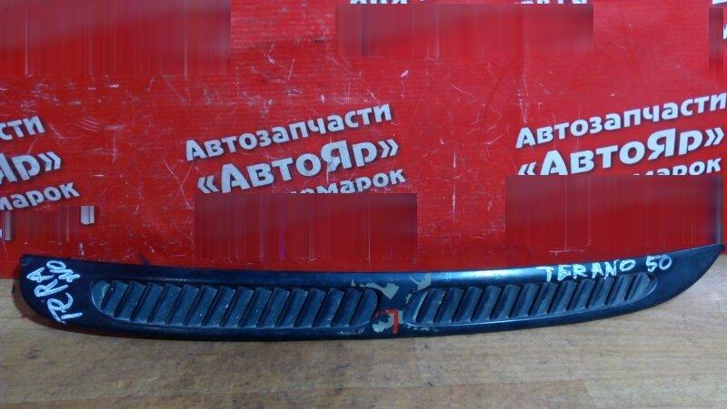 Накладка Nissan Terrano LR50 QD32ET левая накладка на стекло собачника