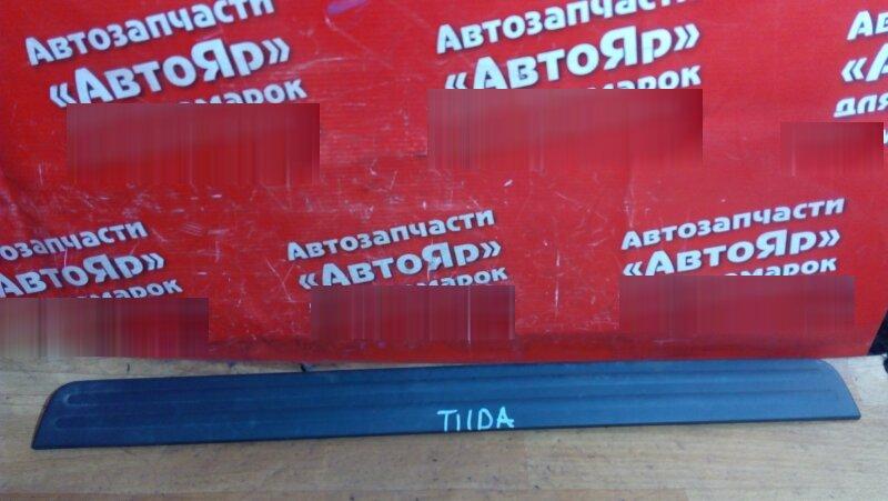 Накладка пластиковая в салон Nissan Tiida C11 HR15DE передняя левая на порог 769B0-ED000