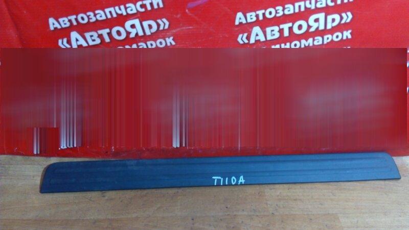 Накладка пластиковая в салон Nissan Tiida C11 HR15DE передняя правая на порог 769B0-ED000