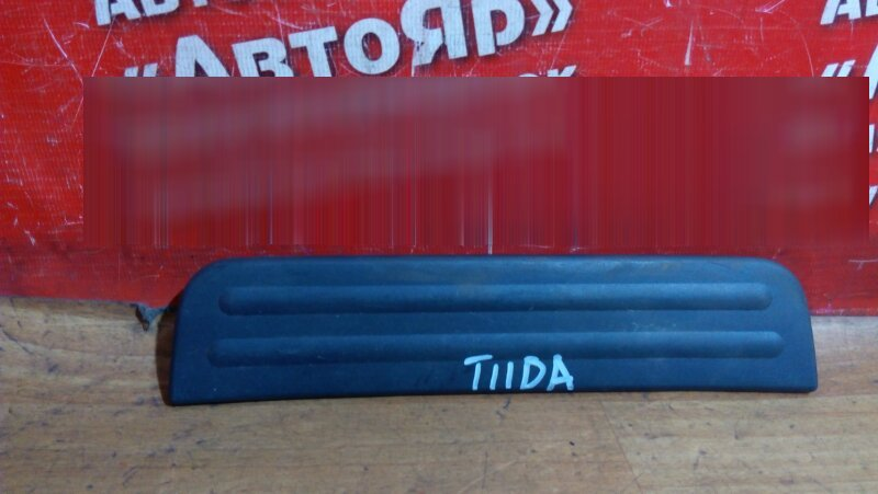 Накладка пластиковая в салон Nissan Tiida C11 HR15DE задняя правая на порог 769B0-ED000