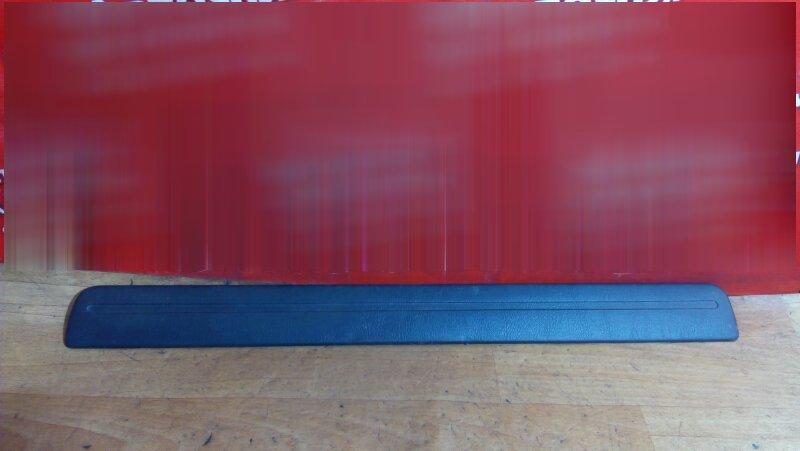 Накладка пластиковая в салон Nissan Rnessa N30 передняя левая на порог