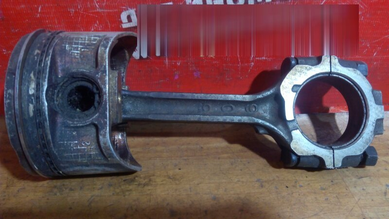 Поршень Nissan Cefiro A32 VQ25DE
