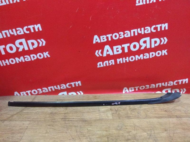 Молдинг лобового стекла Toyota Noah ZRR75W 3ZR-FAE 2007.09 передний правый