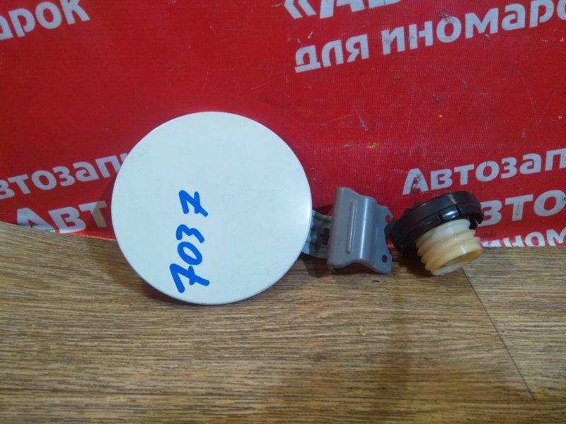 Лючок топливного бака Toyota Passo KGC10 1KR-FE с крышкой, белый