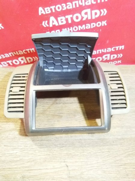 Рамка магнитофона Nissan Note E11 HR15DE 68260-1U600