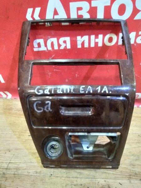 Рамка магнитофона Mitsubishi Galant EA1A 4G93 MR765373
