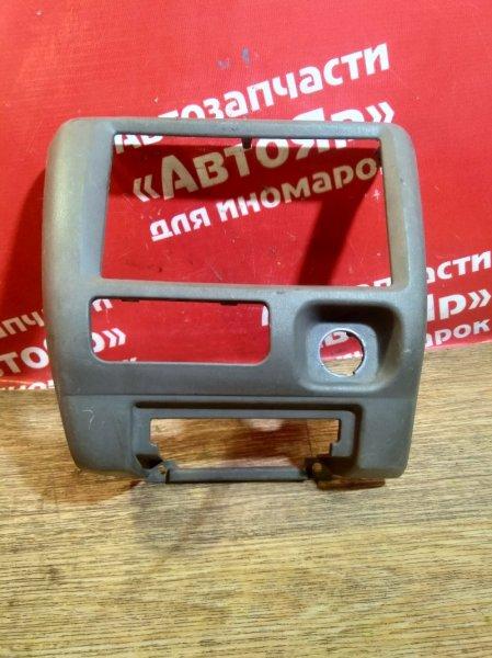 Рамка магнитофона Nissan Rnessa N30 SR20DE