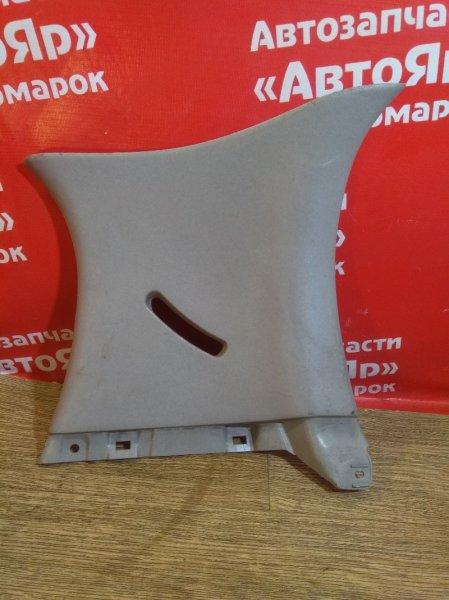 Накладка пластиковая в салон Toyota Vitz SCP10 1SZ-FE задняя правая верхняя обшивка багажника