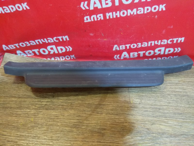 Накладка пластиковая в салон Toyota Vitz SCP10 1SZ-FE передняя левая накладка на порог 67914-52020, 5ти
