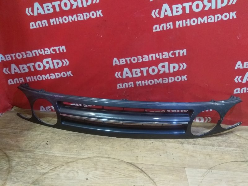 Решетка радиатора Toyota Estima Emina CXR20G 3C-TE 12.1996 дефект на фото