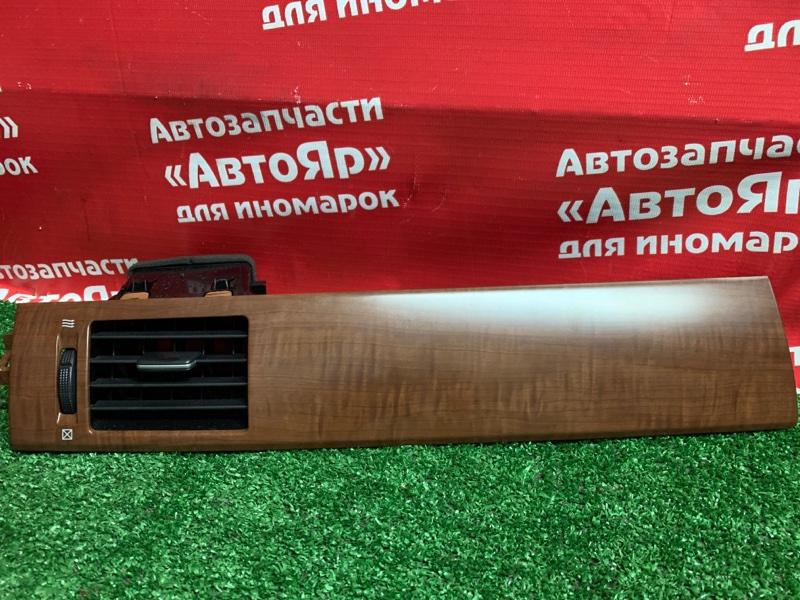 Дефлектор воздушный Nissan Tiida Latio SC11 HR15DE 05.2009 левый 68761-1A100