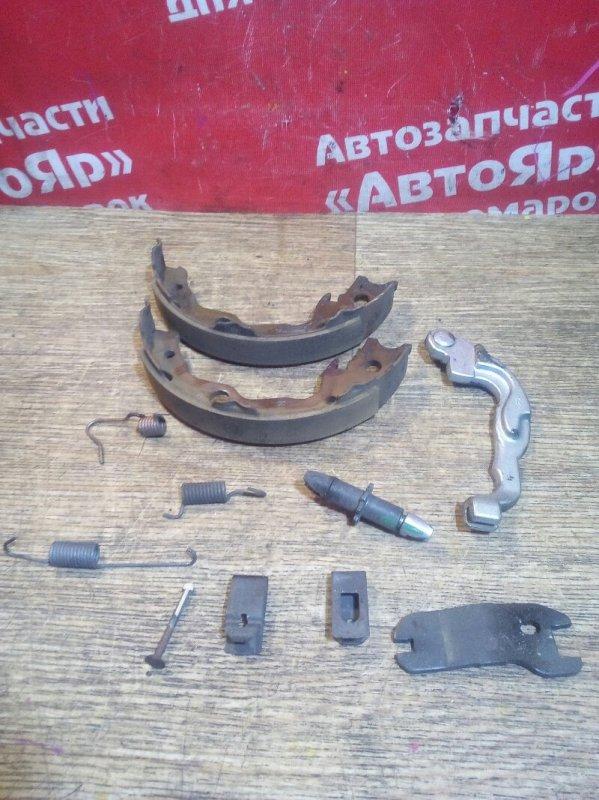 Тормозные колодки Nissan Serena CNC25 MR20DE 2006 заднее Правые. Механизм ручника.